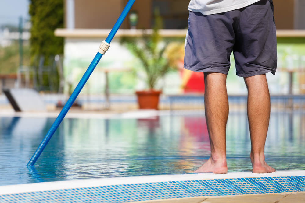 5 Benefits of Using a Swimming Pool Maintenance Service
