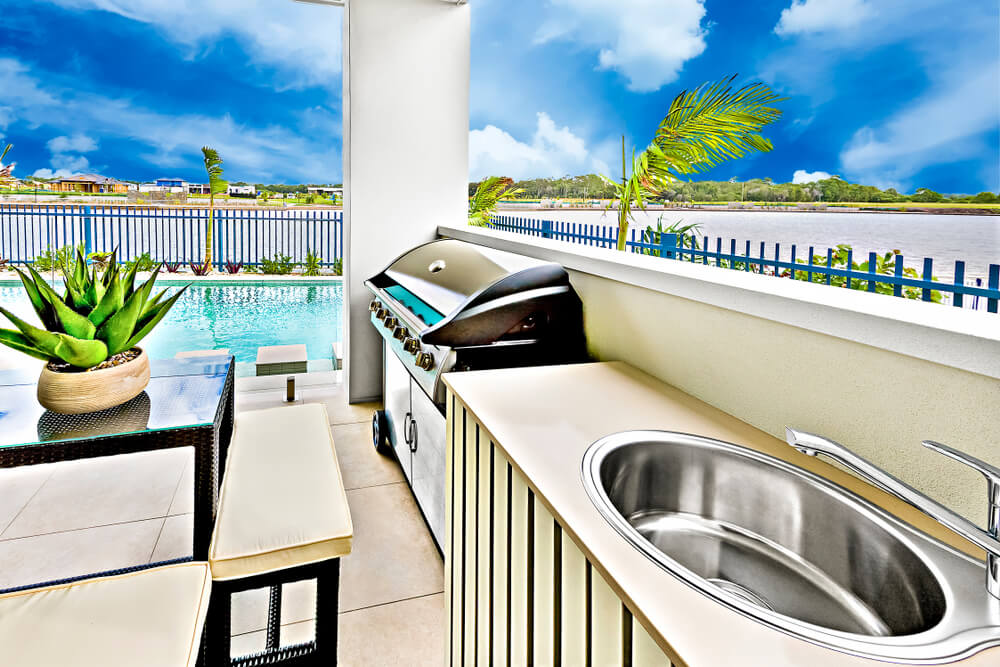 Benefits of a Pool and Outdoor Kitchen in Your Backyard